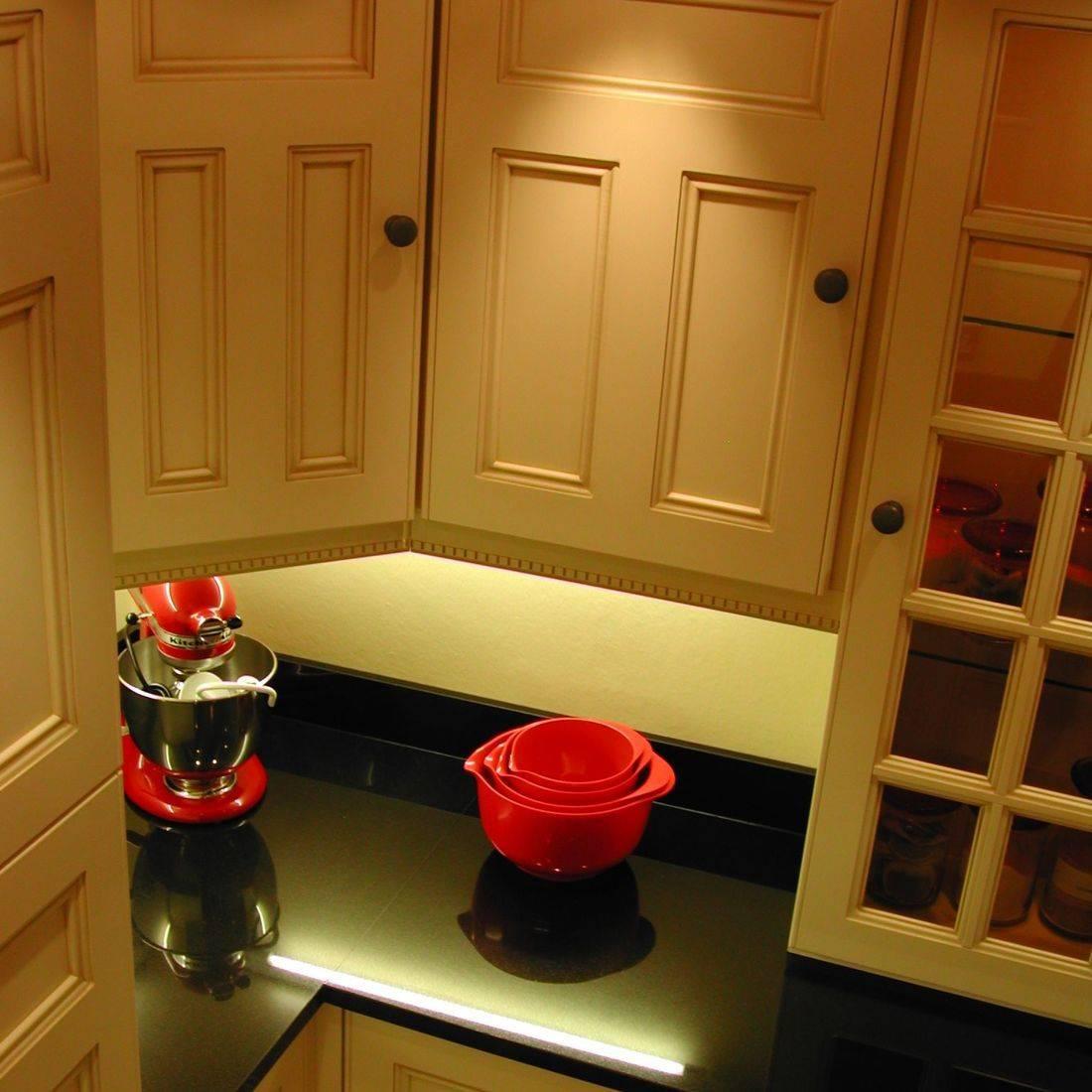 cream fitted kitchen black granite worktops