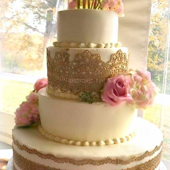 Wedding cake buttercream gold lace