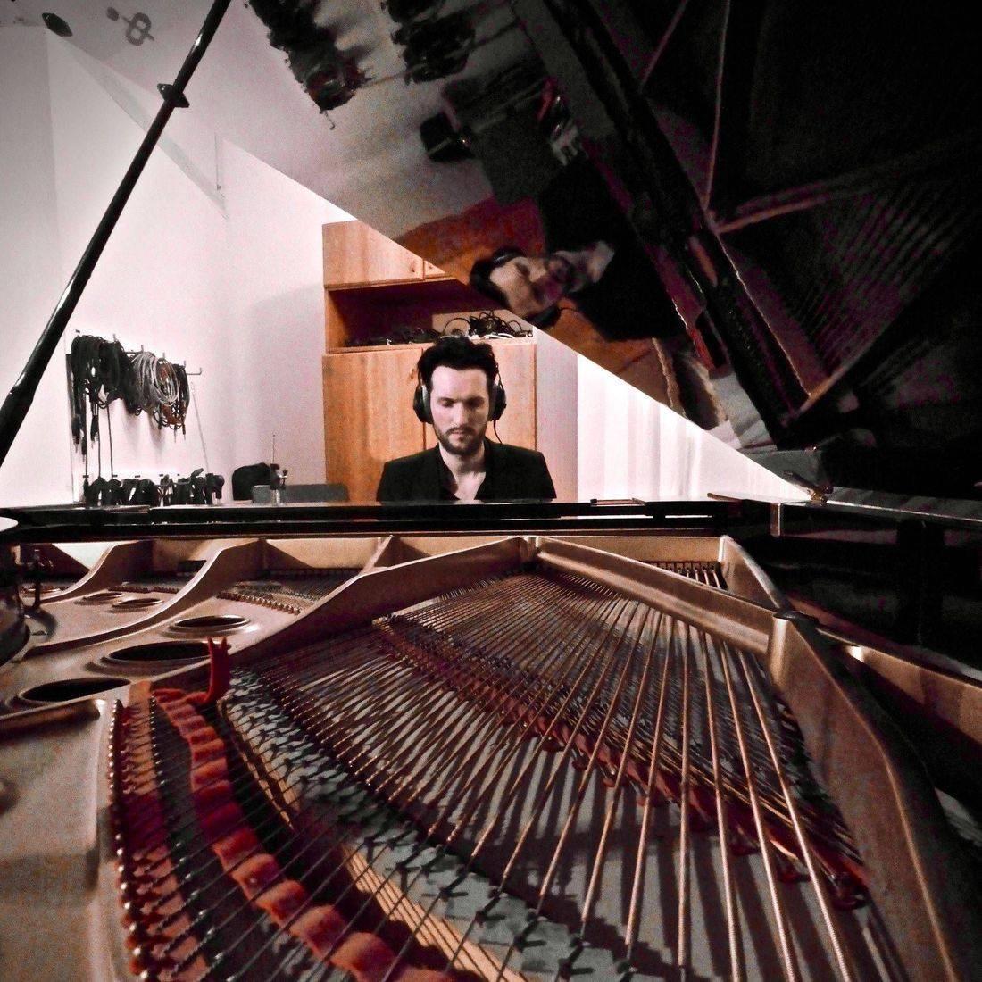Bakermoon studio Berlin, recording, artist, musician,  poetry, piano, Blake Day