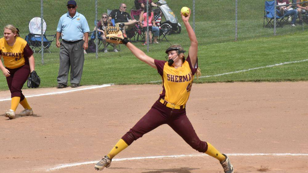 Autumn Thompson pitching