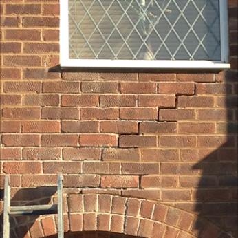 Crack brickwork due to subsidence