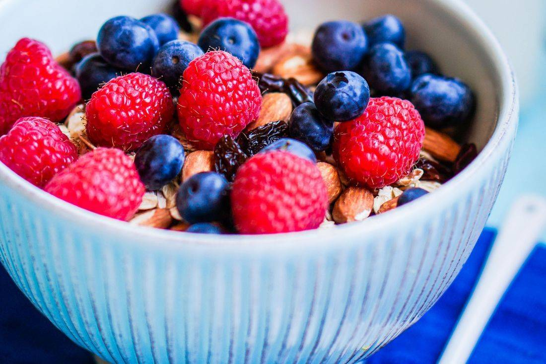 MOTHER KNOWS BEST - OATMEAL with CHOCOLATE and FRUIT