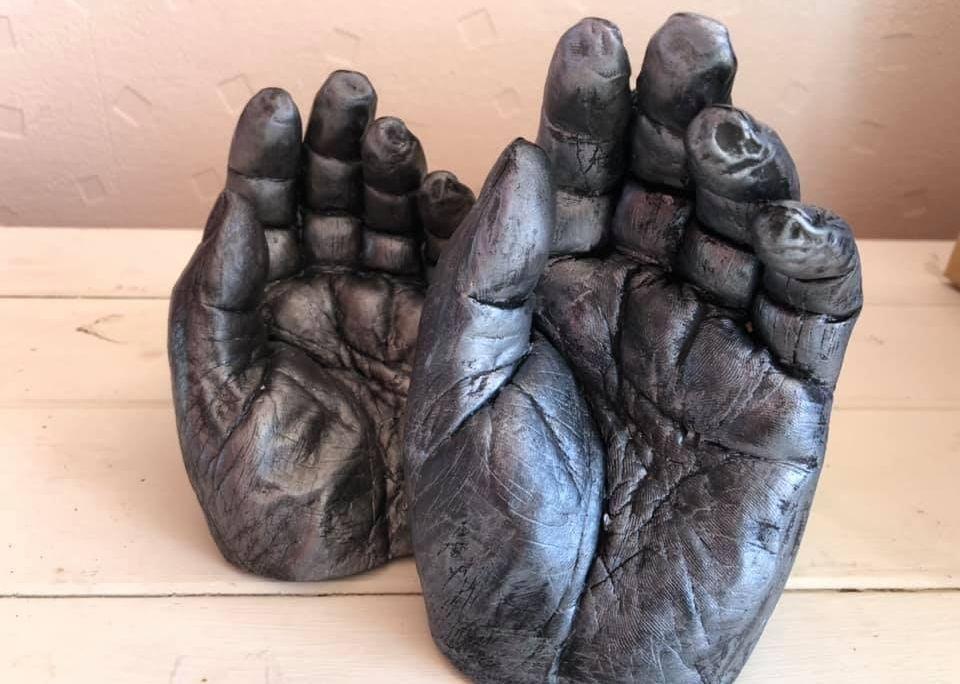 Metallic hand cast