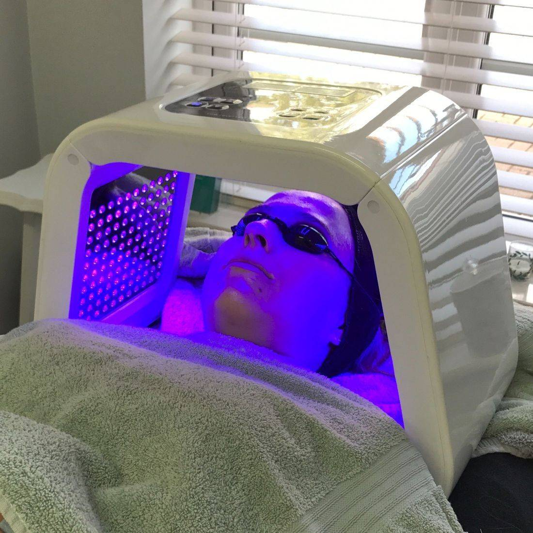 Blue LED Light Therapy, phototherapy, Creativity beauty solutions dermalogica facial