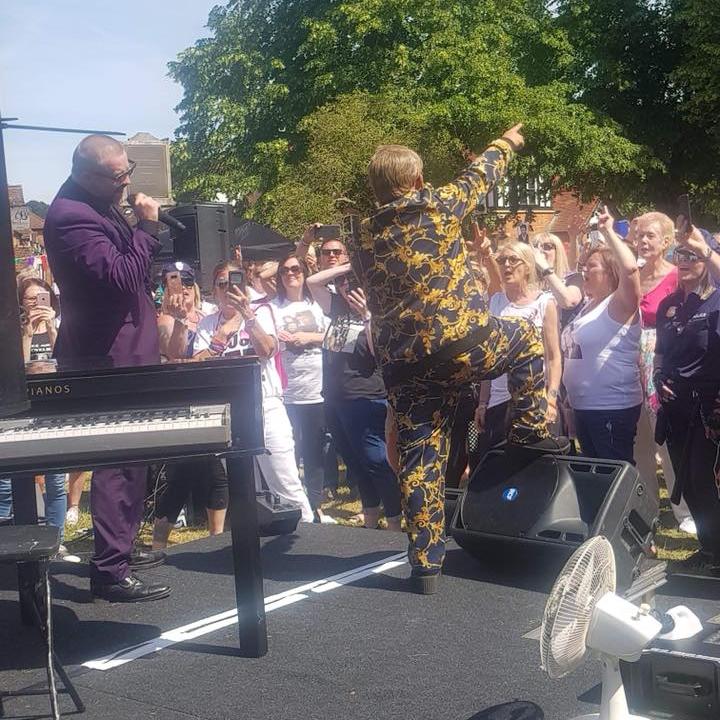 Elton John Tribute act  Andy Crosbie  Rocketman !6