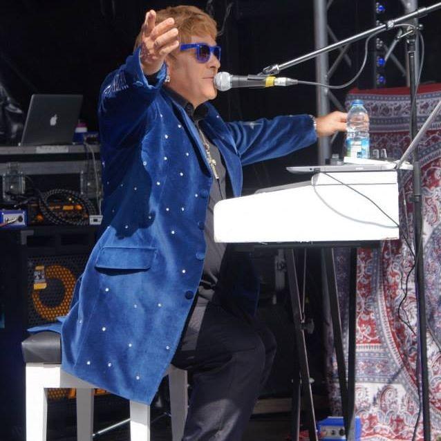 Elton John Tribute act  Andy Crosbie  Rocketman !0