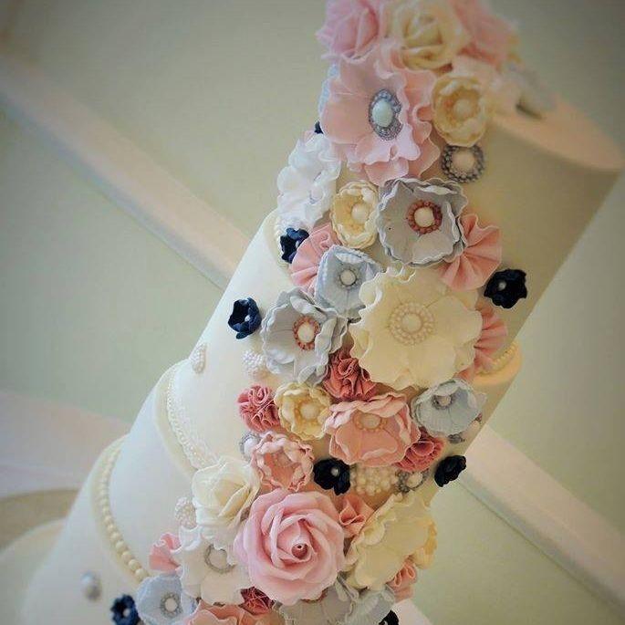 Vintage Flowers Wedding Cake Roses Fantasy Pearls Brooch