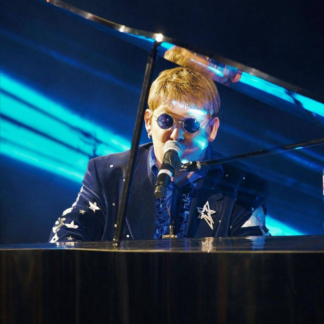 Elton John Tribute act  Andy Crosbie  Rocketman on tour ~