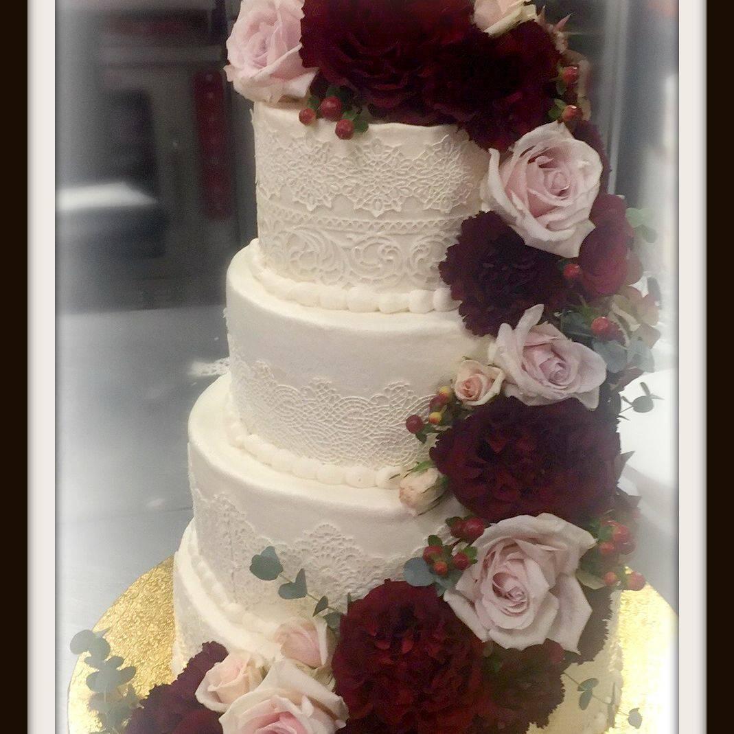 RUstic wedding cake lace buttercream classic