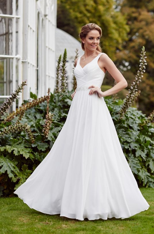 Plus size chiffon wedding dress in Ivory size 20