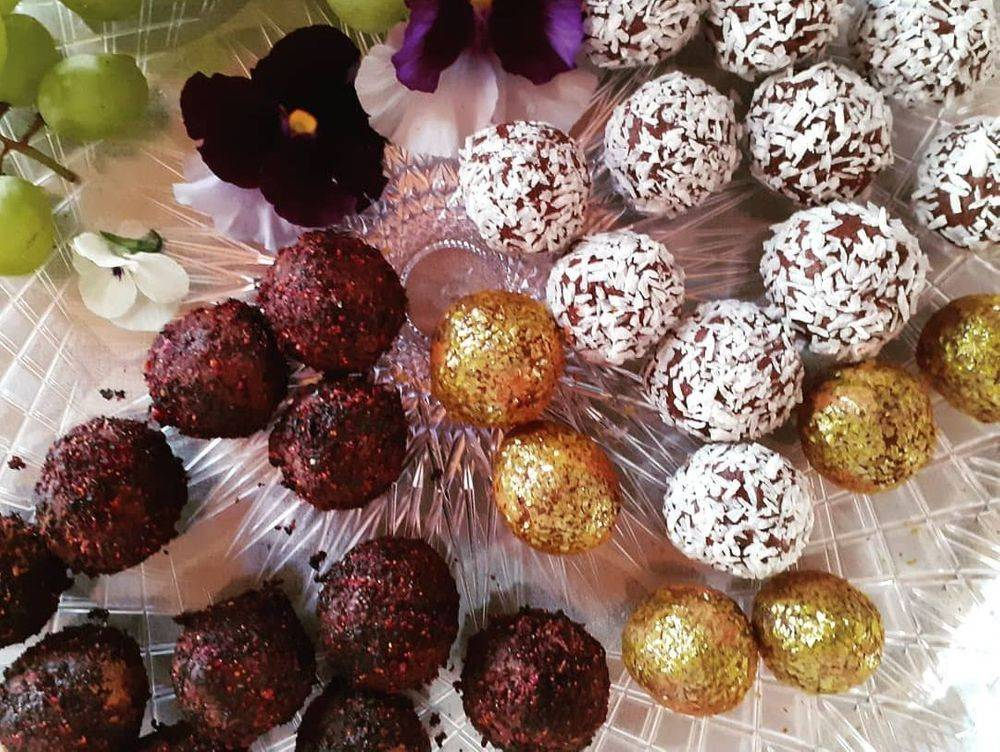 chef's vegan truffles in cooking class with edible flowers