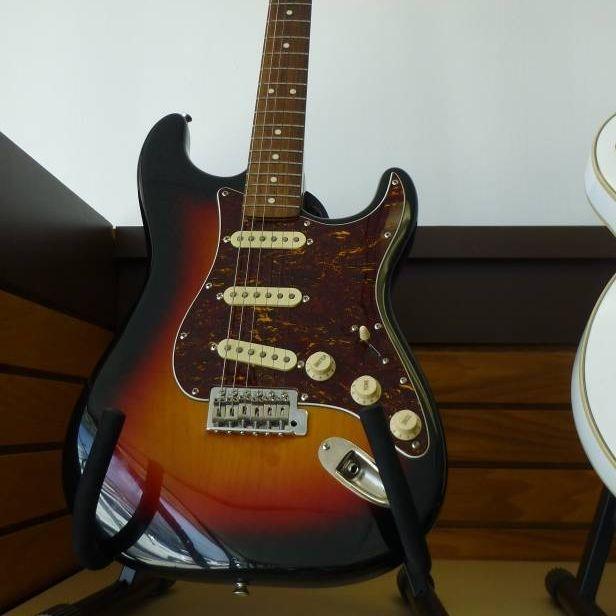 Squier Classic Vibe Stratocaster '60s Electric Guitar 3-Color Sunburst