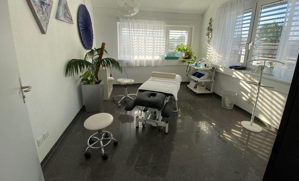 Helle Behandlungsräume für die medizinischen Massagen in Amriswil