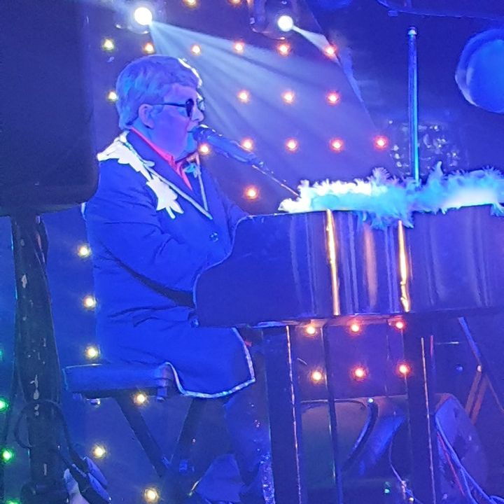 Elton John Tribute act  Andy Crosbie  Rocketman ! top