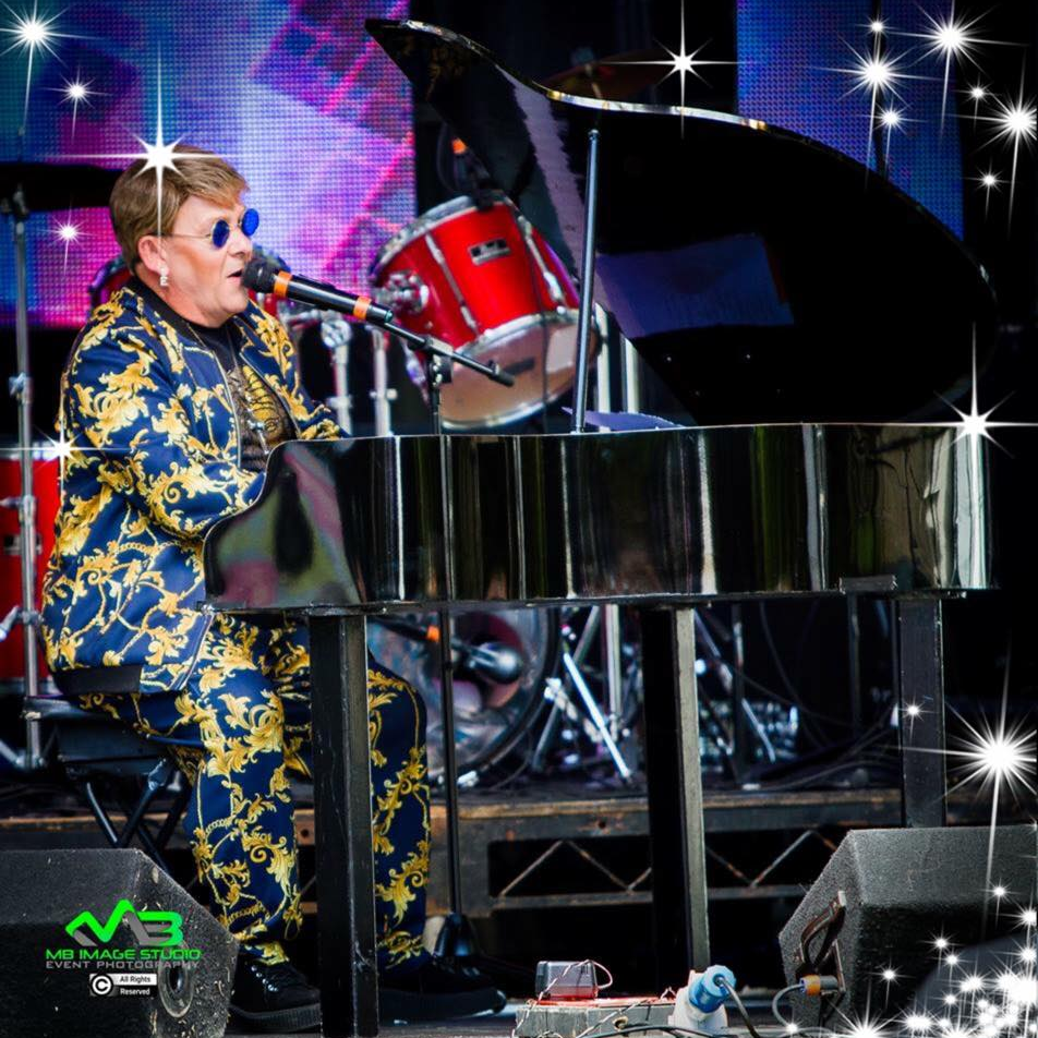 Elton John Tribute act  Andy Crosbie  Rocketman !