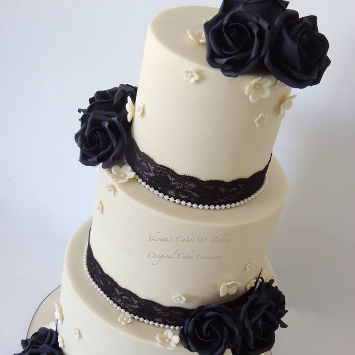 Ivory Black Wedding Cake Lace Pearls Roses