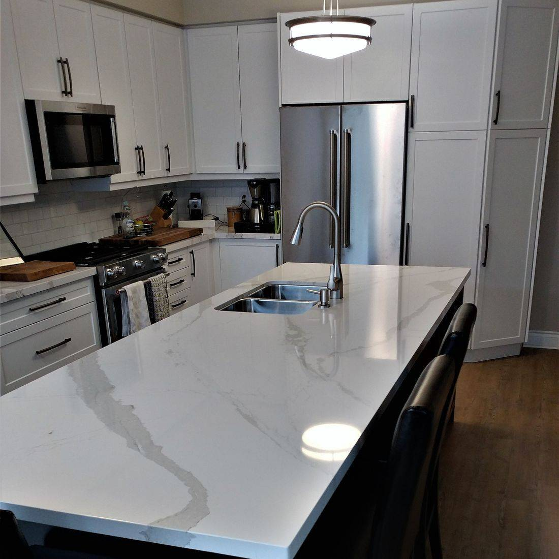 Sibra Kitchens Markham Toronto quartz white black thermofoil shaker cabinets