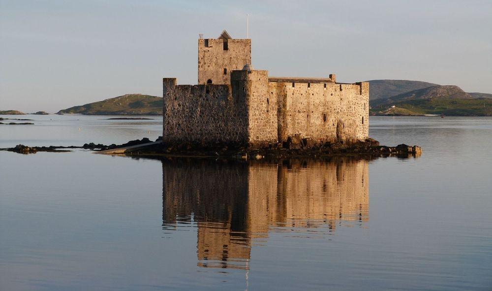 kisimul castle castlebay hebrides island hopping tour barra