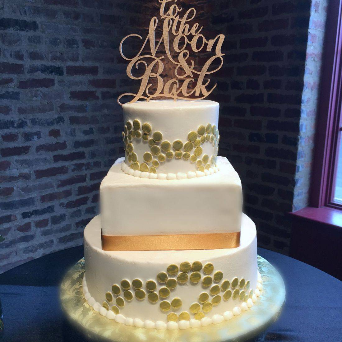 Wedding cake buttercream gold modern geometric