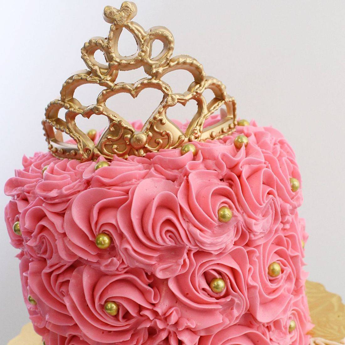 rosettes gold crown stylized cakes milwaukee