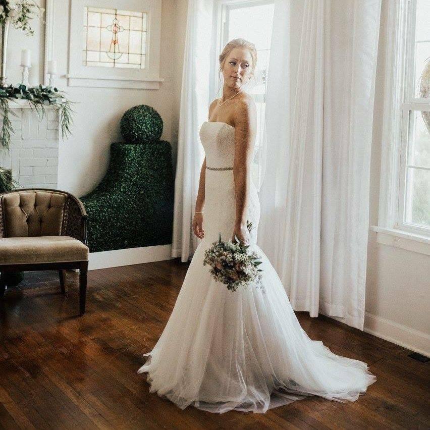 St. Louis wedding.  Intimate Wedding Cottage.  Intimate Venue.  Elopement Wedding.  Intimate Wedding.  OFallon, MO
