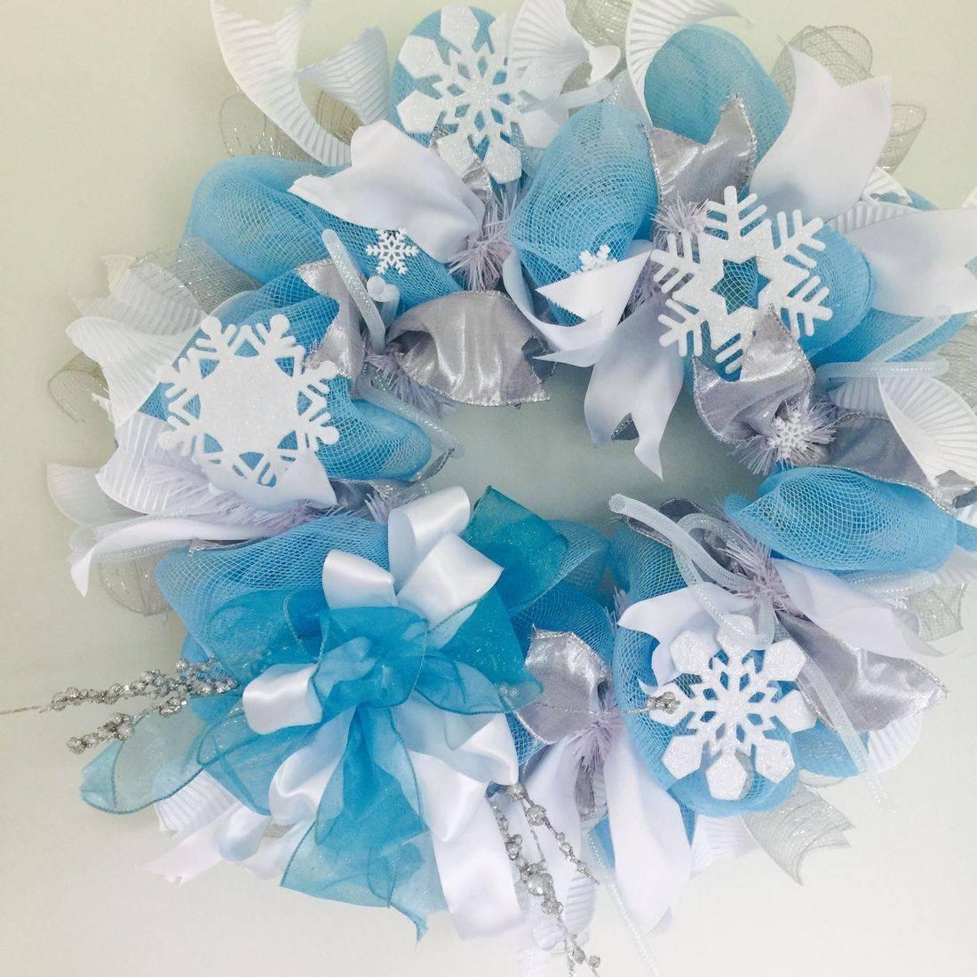 Winter snow wreath