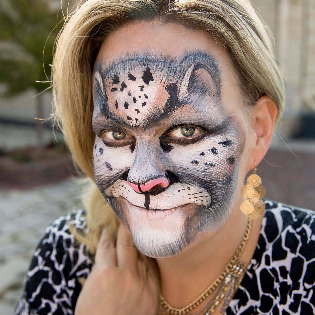 Rainbow kitty face paint, face painting parties, birthdays, kids events, entertainment, face painter, face painting near me, Chicago face painting, angel, kitty cat face painting