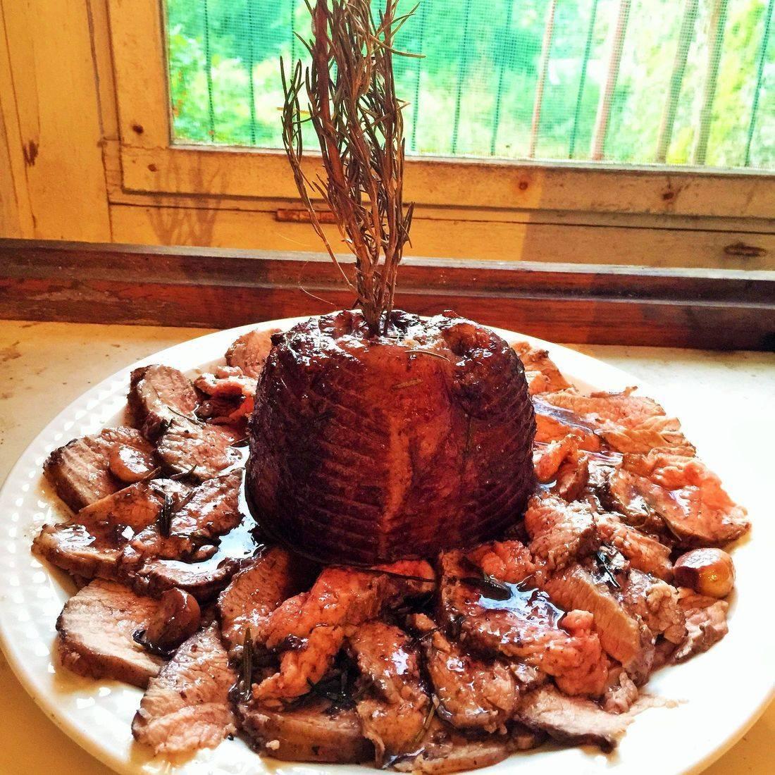 roast beef with garlic wine reduction