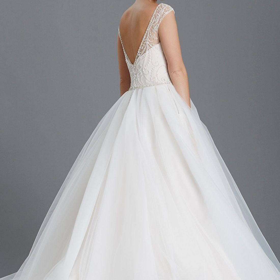 Princess wedding dress, tulle skirt