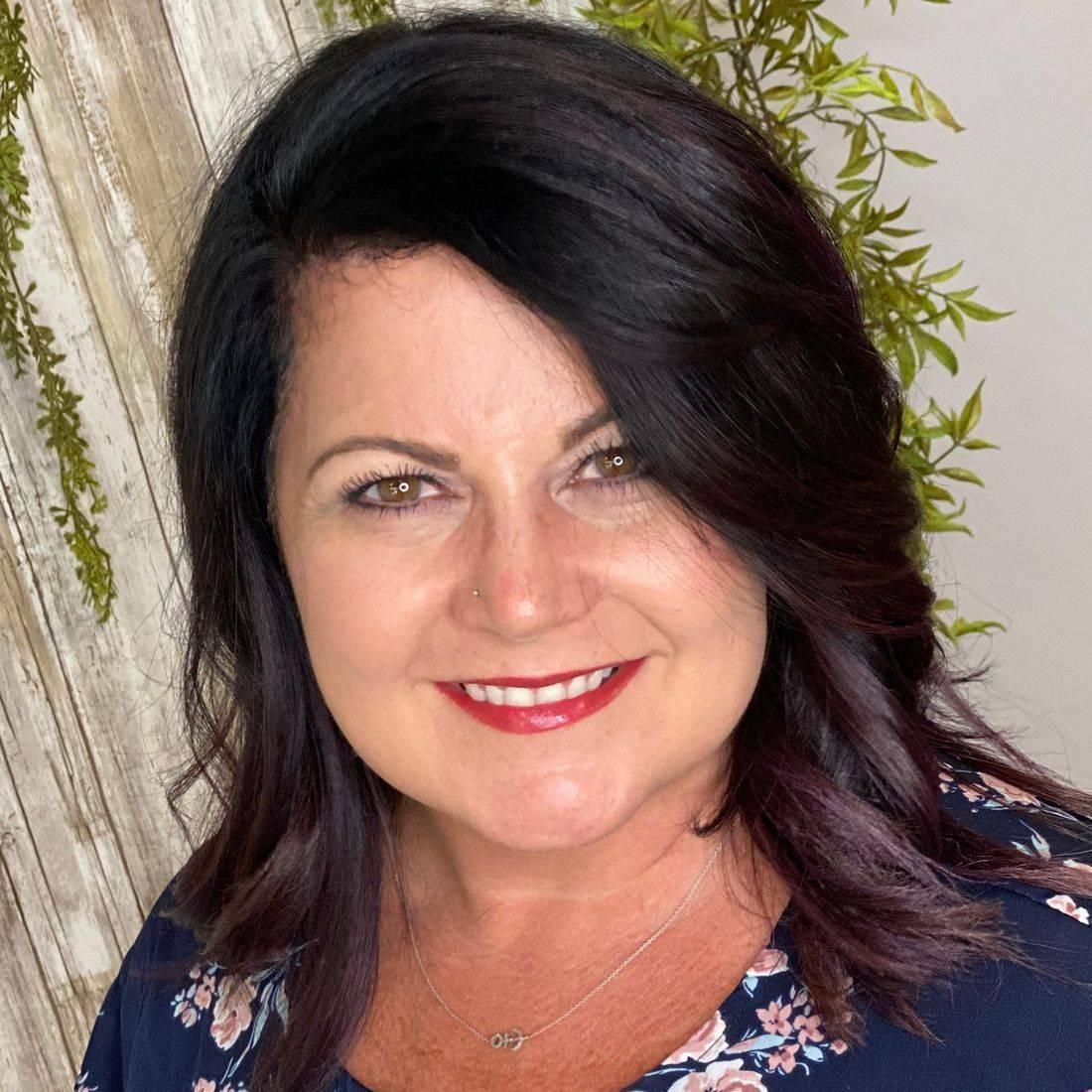 Master Cosmetologist Melissa Mast