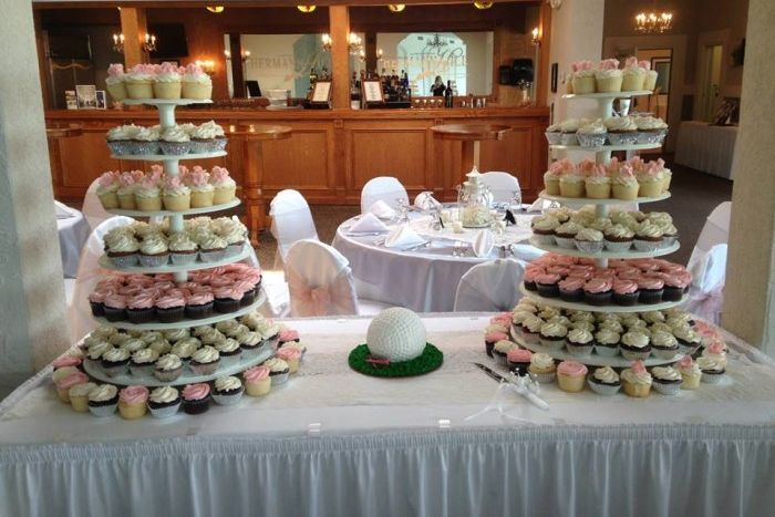 Wedding cakes, cupcakes and desserts