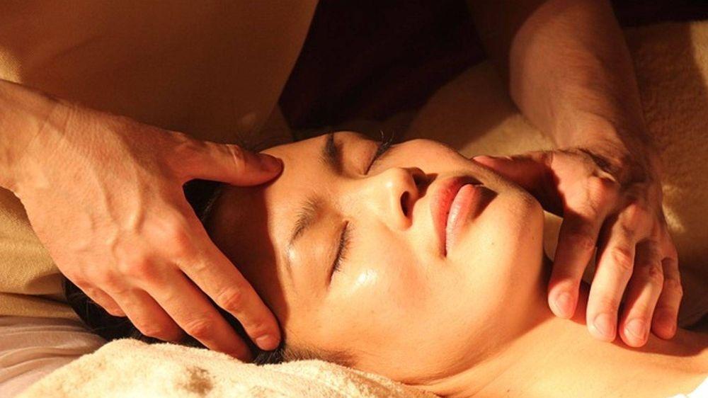 Tension relieving face massage in Alexandria Virginia massage studio