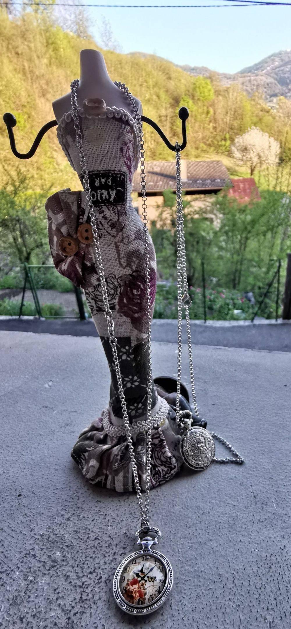 Collier tête de mort, collier rock, Skull'n'Roses, boucles d'oreilles rock, , Bijoux rock, bijoux crâne, bijoux tête de mort, bijoux Biker, bijoux rockabilly, bijoux pinup, Skull, crâne, tête de mort, bijoux artisanaux, Rock'n'Babe, rocknbabe, rocknbabeshop , fait-main , pinup , rockabilly , montre a gousset , montre vintage