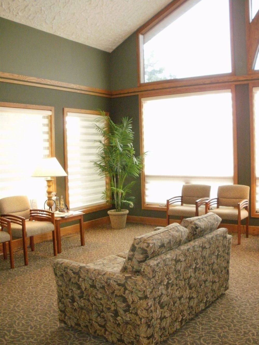 Dr Michael J. Dionise DDS waiting area.