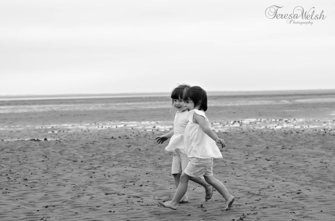 Beach photos, toddler photos, Natural photos, siblings, toddler portrait.
