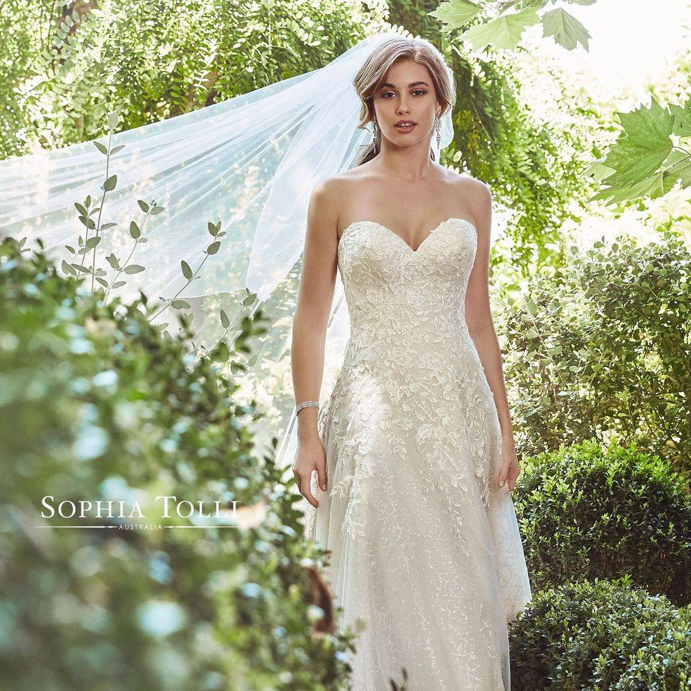 Y21992 Avery Sophia Tolli, Sophia Tolli, Sophia Tolli stockists, sophia tolli stockists in kent, sophia tolli stockists in Medway, aline wedding dress,