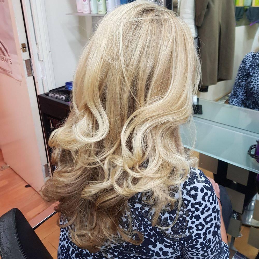 Curly hair hairdresser hair salon mobile blonde hair highlights