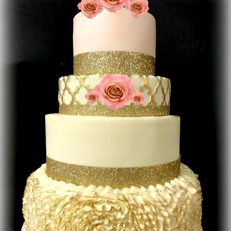 wedding cake with ruffles buttercream cake gold