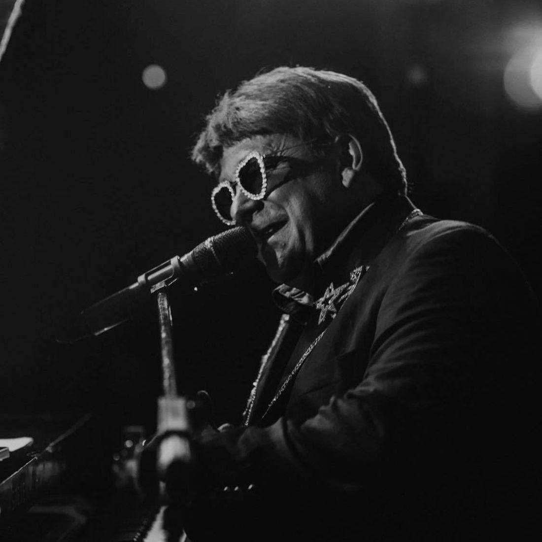 Elton John Tribute act  Andy Crosbie  Rocketman on tour