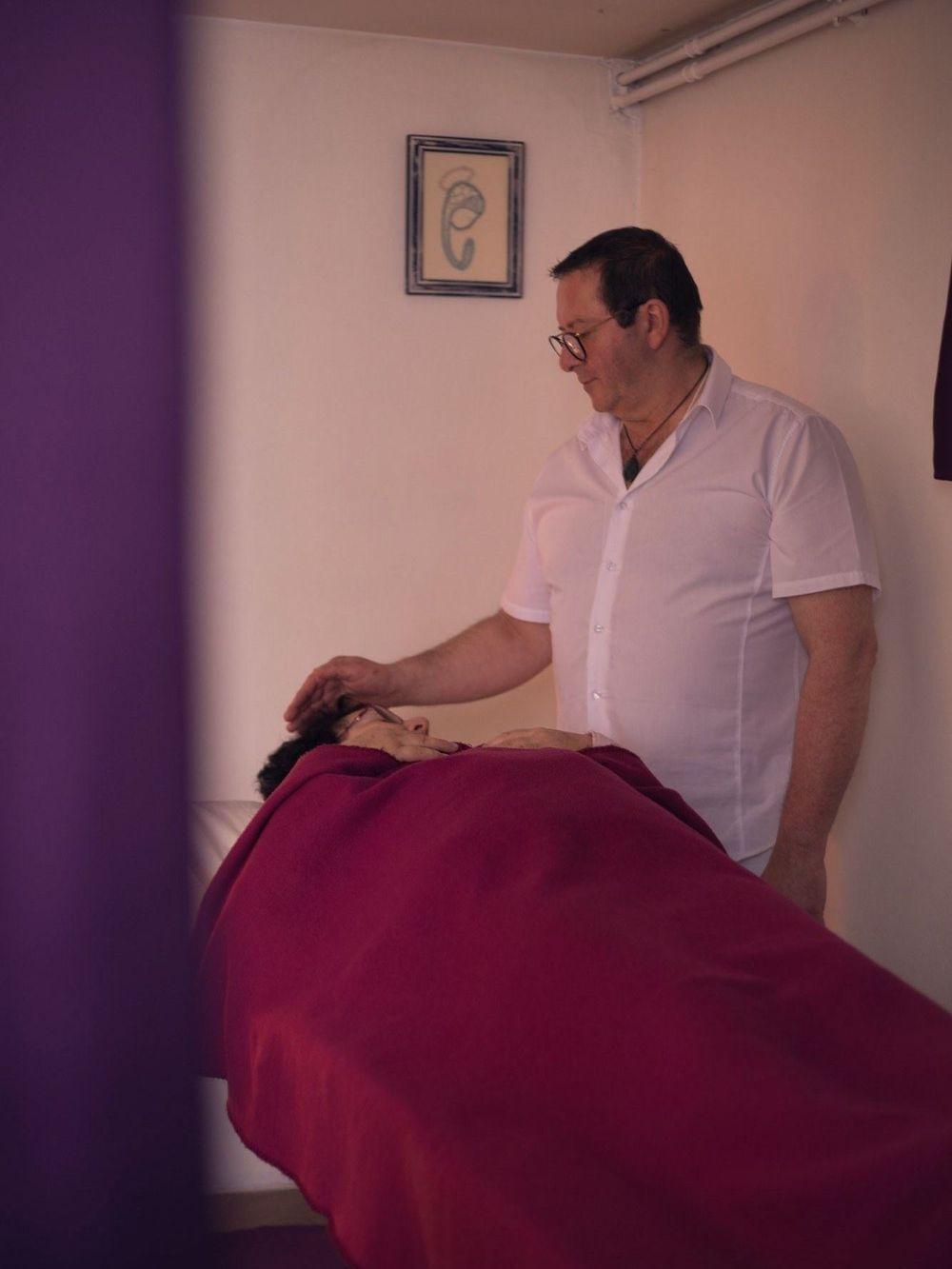 maitre reiki enseignant formation  noel magnetiseur dans l ainlogo propre guérisseur, premier pas appelez moi dans l'ain,aidez vous et je vous aiderai,aide toi et le ciel t'aidera,Très chaleureusement,magnétisme,symptôme,bien être;magnetiseur dans l ain,montagnieu 01470
