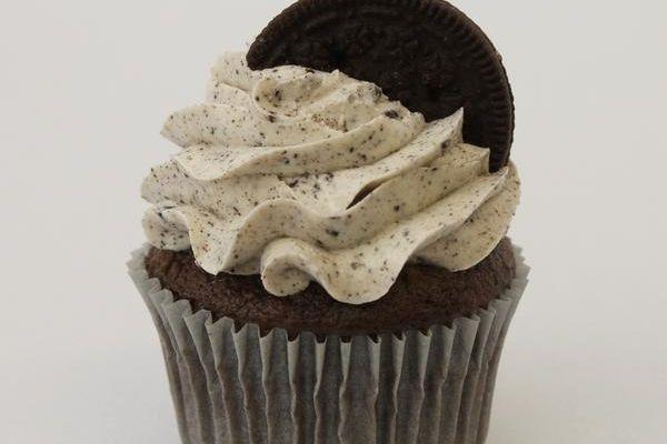 Cookie Craze Cookies and Cream cupcakes