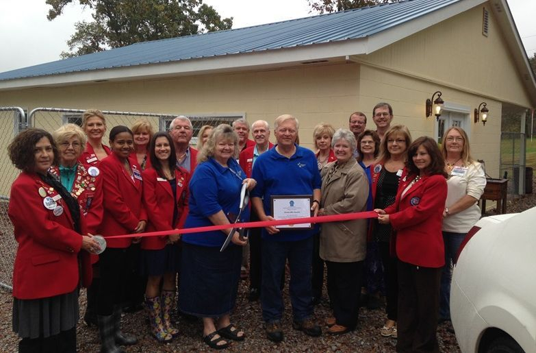Dream Mtn. Kennel ribbon cutting