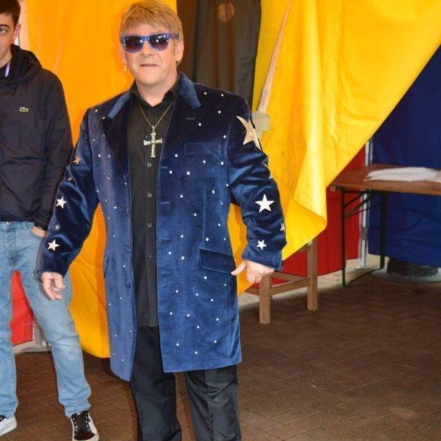 Elton John Tribute act  Andy Crosbie  Rocketman !!!