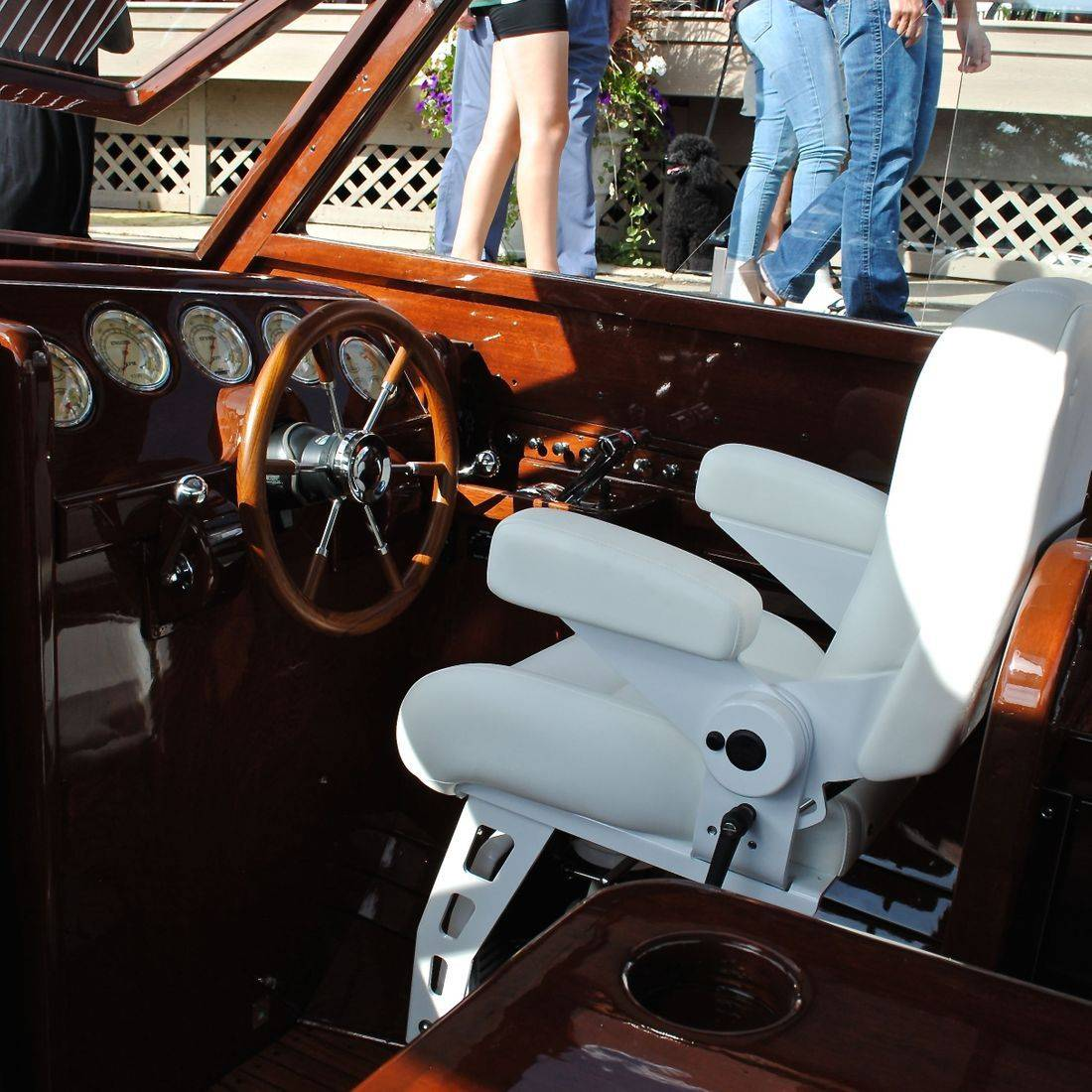 Custom helm and cockpit by Bergersen Boat