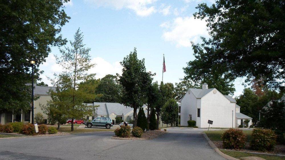 Elderly Community, Age 62 and up or handicap/disabled - Bull Shoals, AR