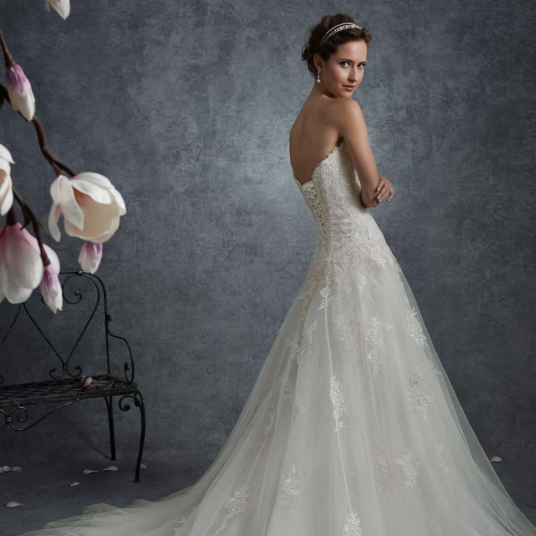 sophia tolli wedding dress, sophia tolli, aline wedding dress, sequin beaded lace wedding dress, deep sweetheart neckline wedding dress, flowy wedding dress, flattering wedding dress