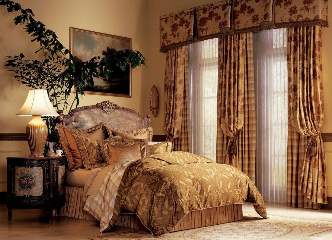 Just Right Blinds provides elegant, custom or semi-custom draperies in a wide selection of fabrics. We also offer drapery rods and valances.