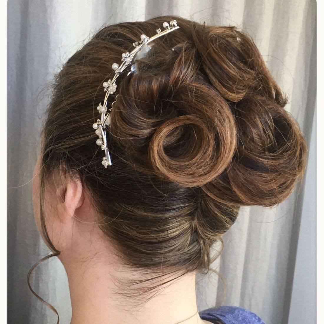 Bridal upstyle with accessory