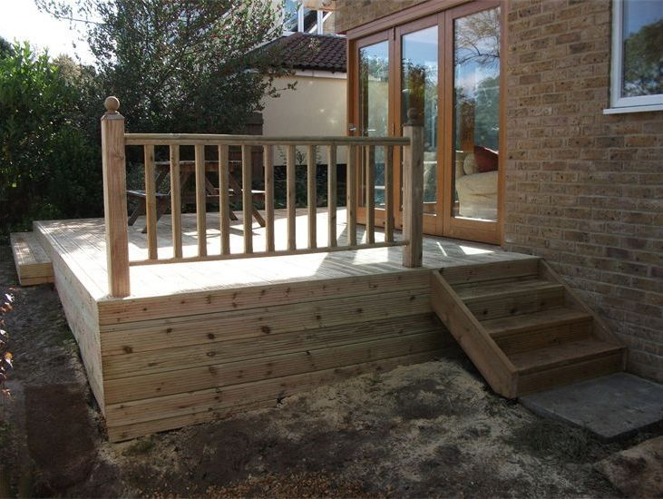 GARDEN DECKING WITH BALUSTRADE AND STEPS CAMBRIDGE