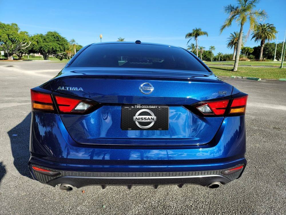 Nissan Altima for rent. Miami Rental Car company.